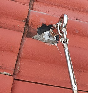 Bent, damages or corroded tensioning hardware